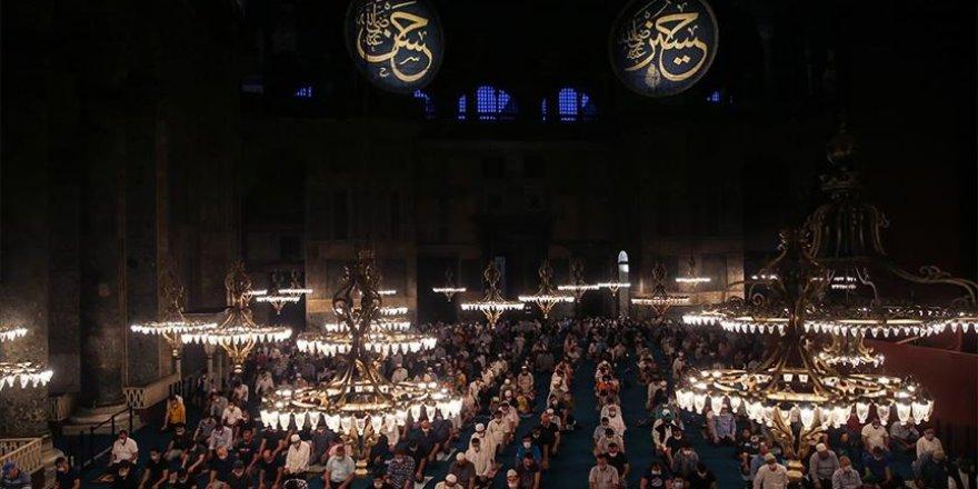 Ziyaretçilerin Ayasofya-i Kebir Cami-i Şerifi'ne ilgisi sürüyor