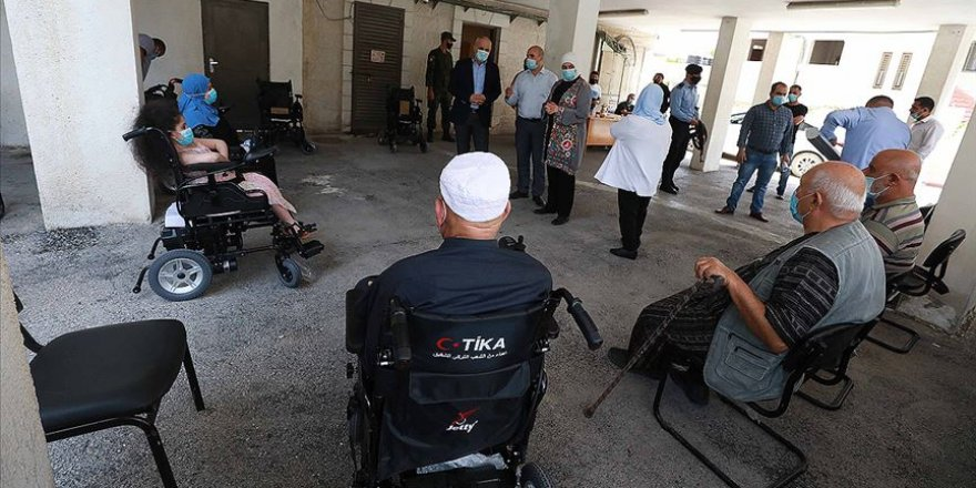 TİKA Filistin'de özel ihtiyaç sahiplerine akülü tekerlekli sandalye yardımı yaptı