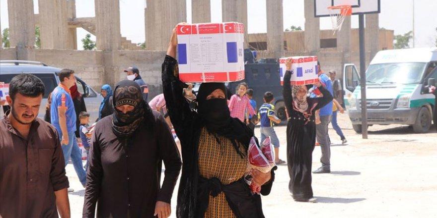 Tel Abyad'da ihtiyaç sahiplerine gıda kolisi yardımı yapıldı