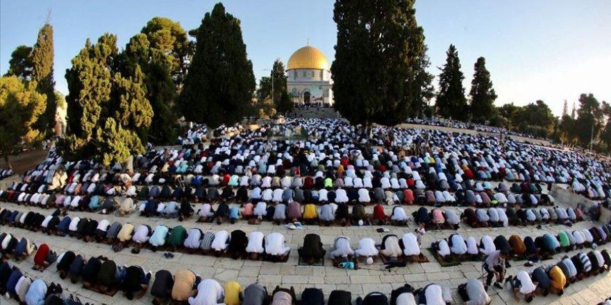 70 bine yakın Filistinli ramazan ayının ilk cuma namazını Mescid-i Aksa'da kıldı