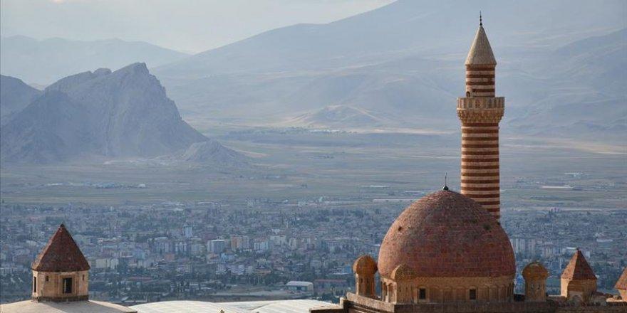 Kurban Bayramı'nda İshak Paşa Sarayı'na yoğun ilgi
