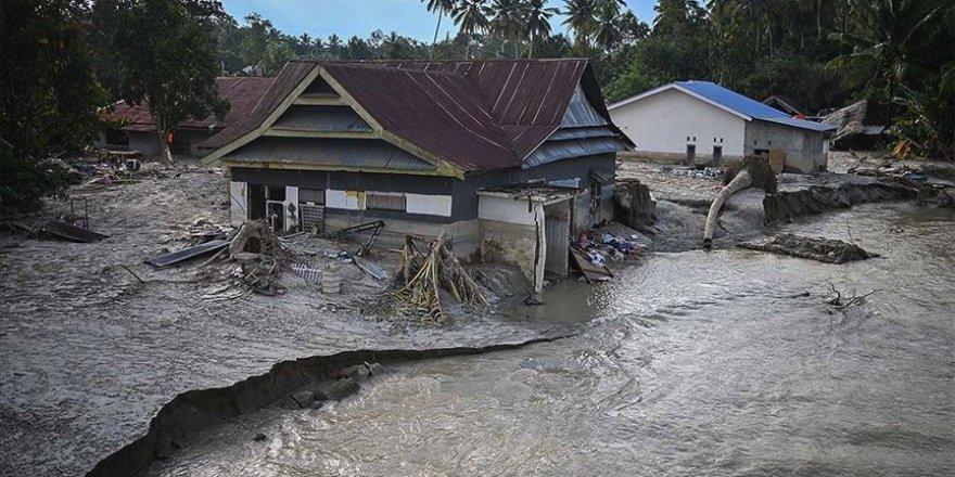 Endonezya'daki selden 22 binden fazla kişi etkilendi