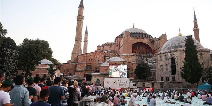 Ayasofya Camii'ne girmek isteyenlerin sayısı artıyor