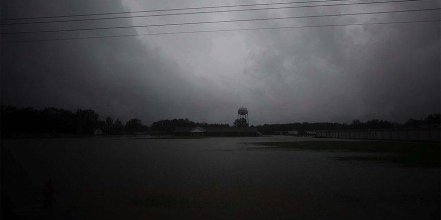 Isaias Kasırgası ABD'nin Kuzey Carolina kıyılarına ulaştı