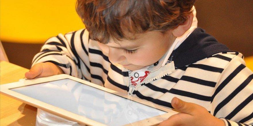 Teknolojinin kontrolsüz kullanımı çocuklarda obeziteye yol açıyor