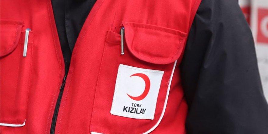 Kızılay'ın genç gönüllüleri bakıma muhtaç yaşlıların eli ayağı oldu