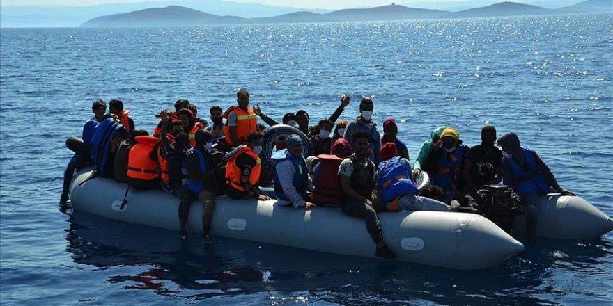 Türk kara sularına itilen 74 sığınmacı kurtarıldı