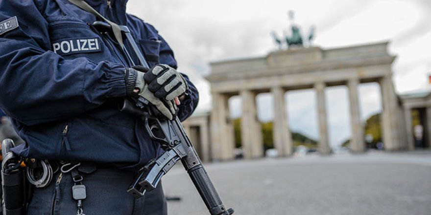 Almanların yüzde 80'i polis teşkilatında ırkçılık sorunu olduğunu düşünüyor