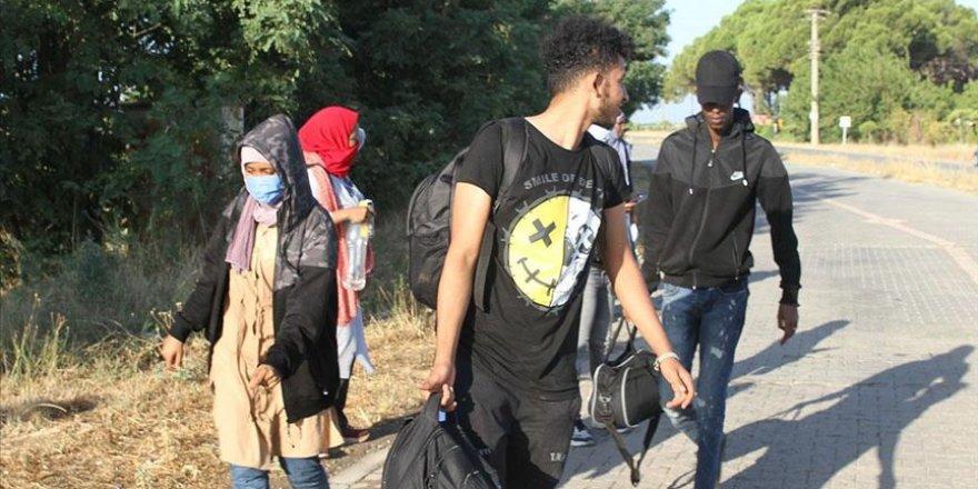 Balıkesir'de Türk kara sularına geri itilen sığınmacılar kurtarıldı