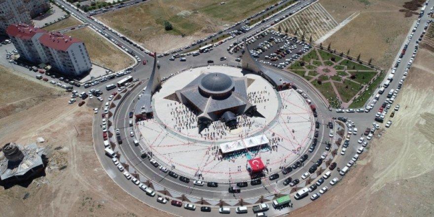 Türkiye'de ilk olma özelliği taşıyan Ay Yıldız cami ibadete açıldı