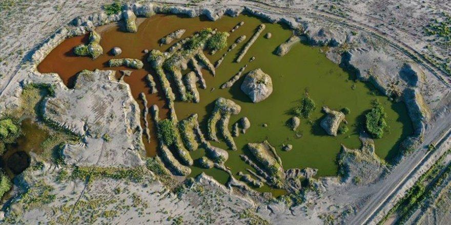 Ağrı Dağı eteklerindeki renkli sulak alanlar güzel görüntüler sunuyor
