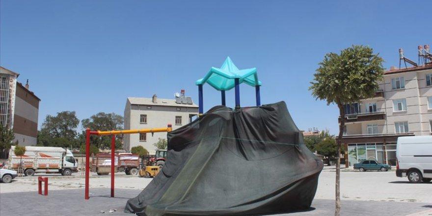 Konya'da oyun parkları Kovid-19 tedbirleri kapsamında çadırla kapatıldı