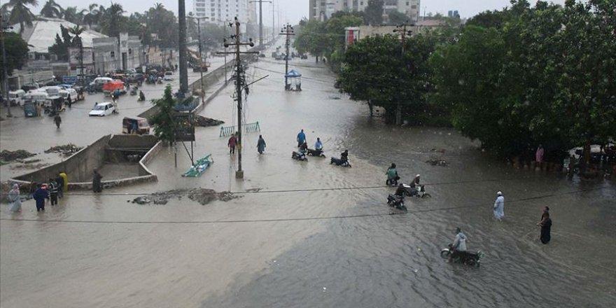 Pakistan'da sel felaketinde 57 kişi hayatını kaybetti