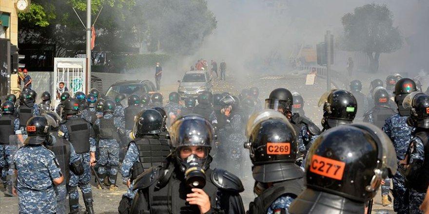 Beyrut'ta protestoculara güvenlik güçleri tarafından müdahale ediliyor
