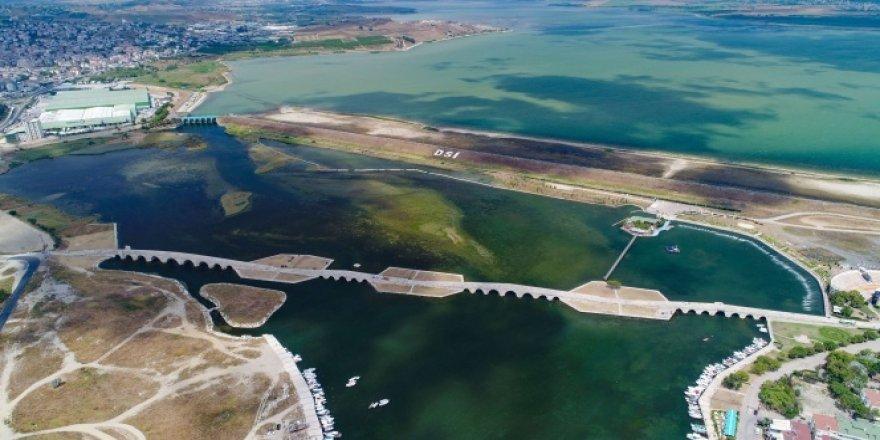 Büyükçekmece Gölü'nde su seviyesi yüzde 30 seviyelerine geriledi