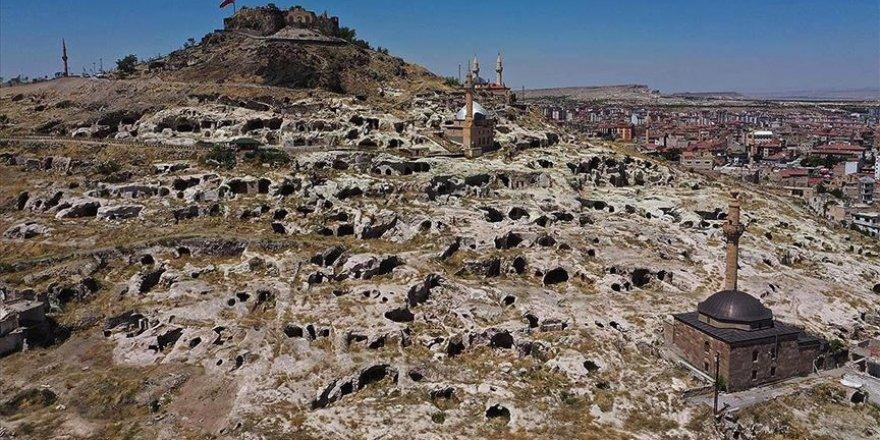 Tarihi Kayaşehir gece gündüz turistleri ağırlıyor