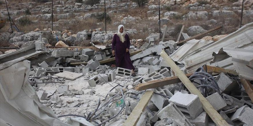 Batı Şeria'da Filistinlilere ait bir ev ve su deposu İsrail askerlerince yıkıldı