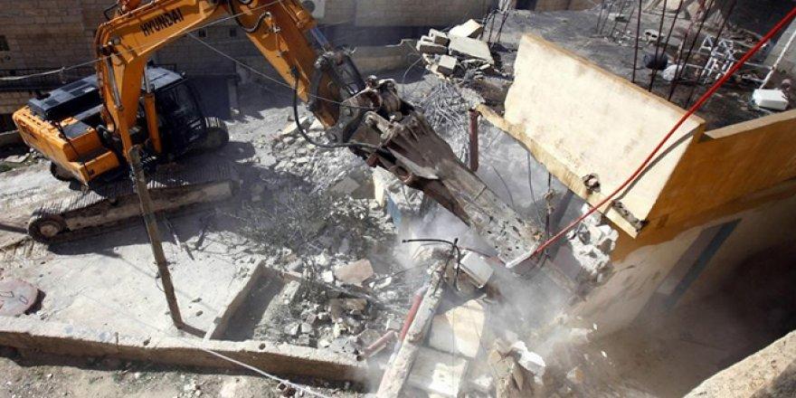 Filistinlere ait evlerin yıkımı devam ediyor