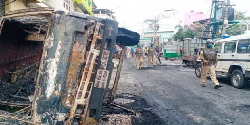 Hindistan'da binlerce Müslüman Hz. Muhammed'e hakareti protesto için sokaklara döküldü