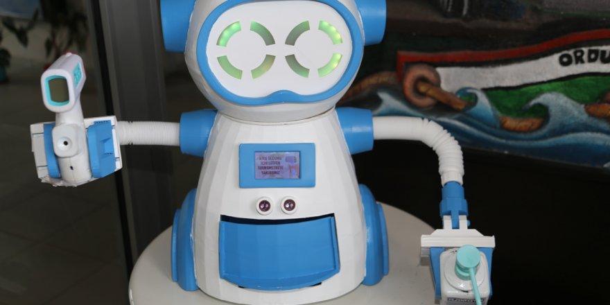 Maske verip ateş ölçen robot geliştirdiler