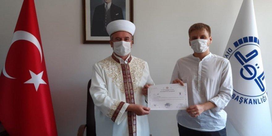 Hırvatistan uyruklu Dejan İslam'ı seçti