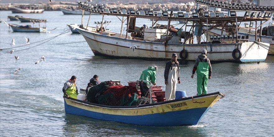 Gazzeli balıkçıların avlanma mesafesi İsrail tarafından düşürüldü