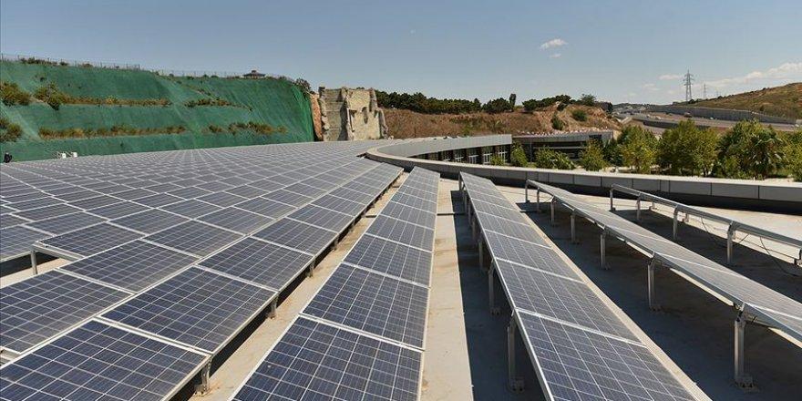 İstanbul'a en büyük kamu alanındaki güneş enerji santrali kuruldu
