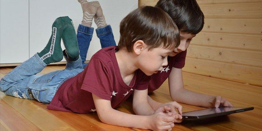 Çocukların dijital bağımlılığına çözüm: Ekran süresi, yaş çarpı 10 dakika olmalı