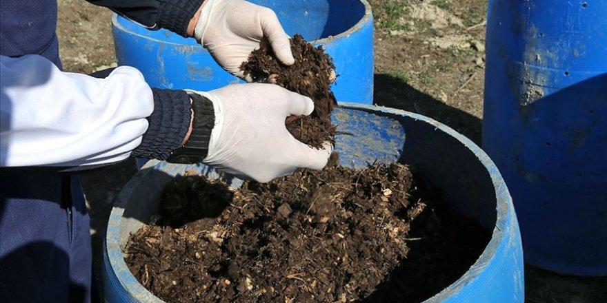 Kompost makinesiyle organik atıklardan doğal gübre üretiliyor