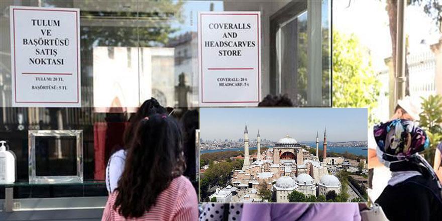 Ayasofya Camii önünde başörtüsü giyme standı kuruldu