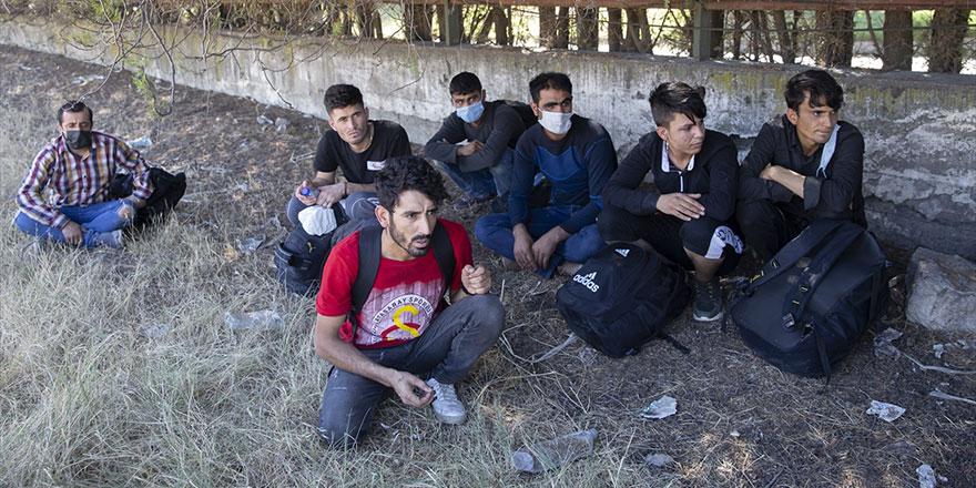 Yunanistan'dan ilk grup mülteci Almanya'ya gitti