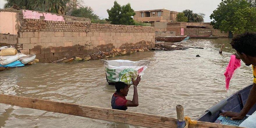 Türk Kızılay Sudan'da sel mağduru binlerce kişiye insani yardım ulaştırdı