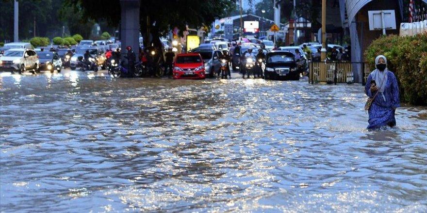 Malezya'nın başkenti Kuala Lumpur'da sağanak yağmur sele yol açtı