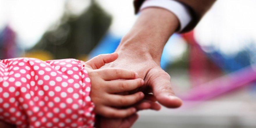 Koruyucu aile yanında büyüyen çocuk sayısı 8 bine yaklaştı