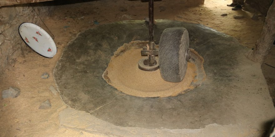 Hizan'da üretilen çeltik 150 yıllık değirmende öğütülüyor