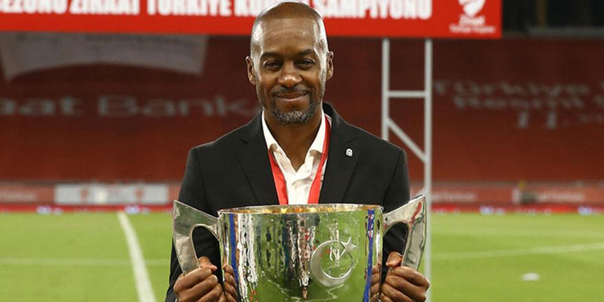 Trabzonspor Teknik Direktörü Newton: Ezanı ilk duyduğumda ağladım ve Müslüman oldum