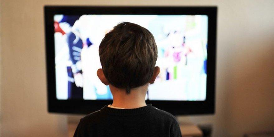Aile Bakanlığından çocuklar için 'dijital oyun ve kitap seçme' rehberi