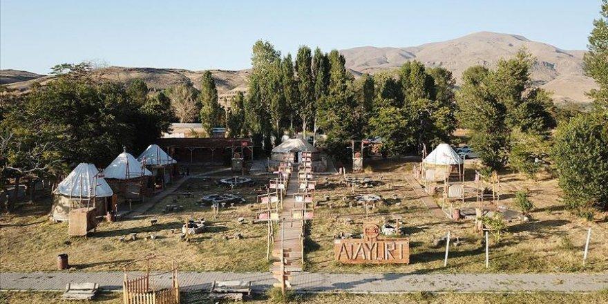 Kırgız Türkleri çivi kullanmadan yaptıkları 'otağ'ları yurt dışına gönderiyor