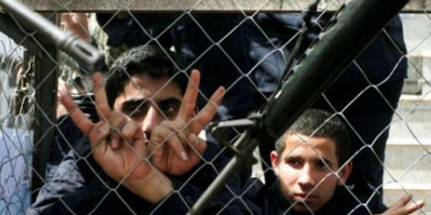 Filistinli çocuk esirler, siyonist işgal rejimi zindanlarında çok kötü şartlarda tutuluyor