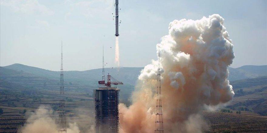 Çin'in keşif aracı Çang'ı-5, Ay'ın yörüngesine girdi