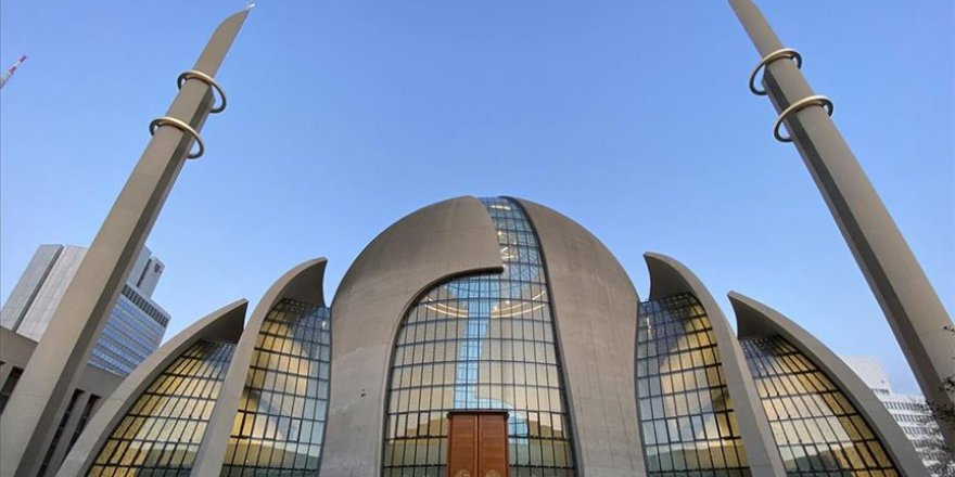 Almanya'da camiler ziyaretçileri 'Özel zamanlarda İman' ile karşılayacak