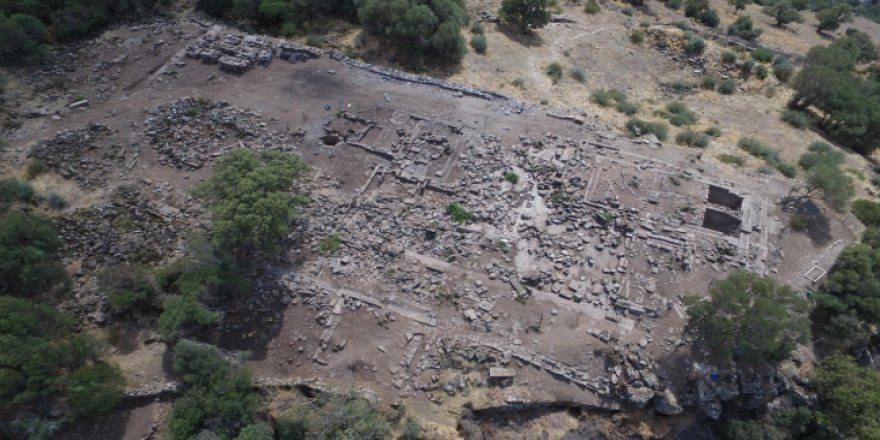 Antik kentin taşlarıyla cami ve 3 köprü yapılmış