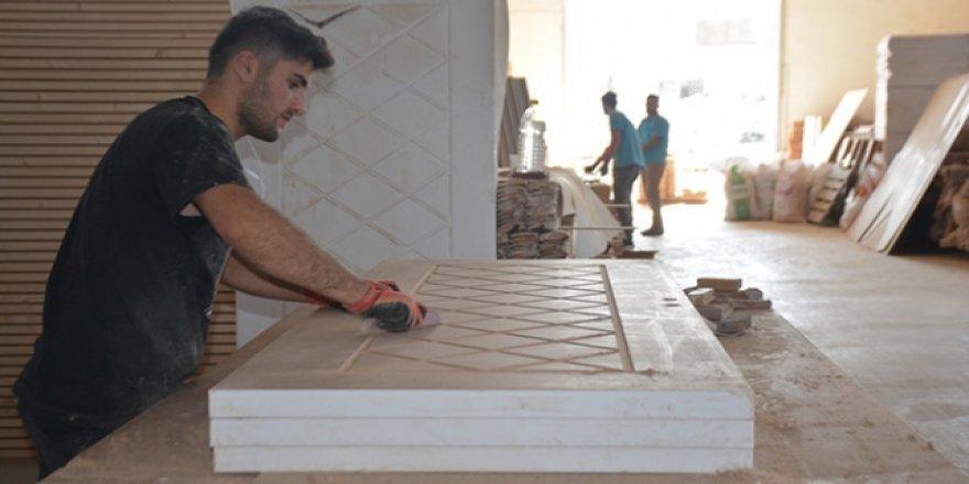 Bitlis'ten komşu ülkelere kapı ihracatı