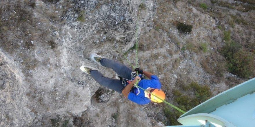80 metreden kanyona iple indiler