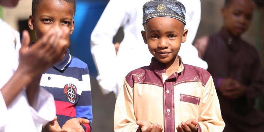 Kenya'da 106 binden fazla çocuk HIV virüsü taşıyor
