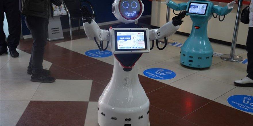 Batman'da özel bir hastanede hastaları robot ADA karşılıyor