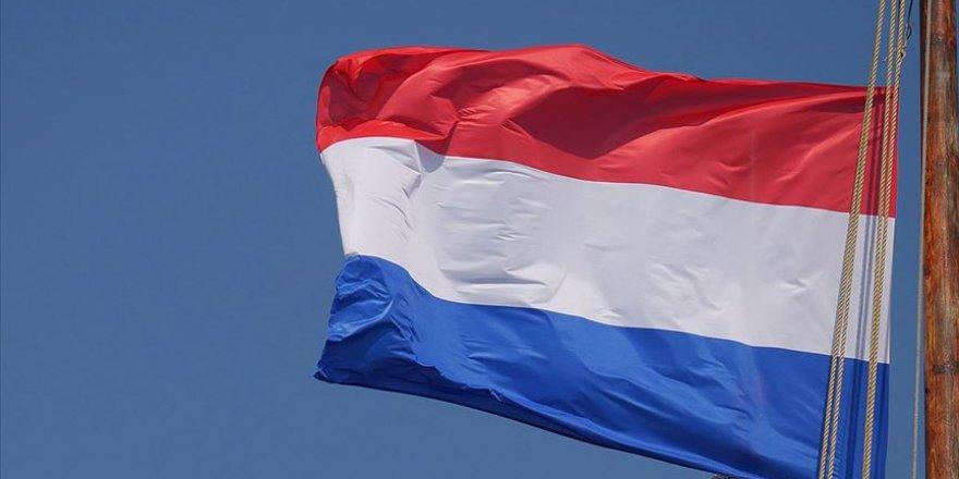 Hollanda'da kapalı alanlarda maske takma zorunluluğu yarın başlıyor