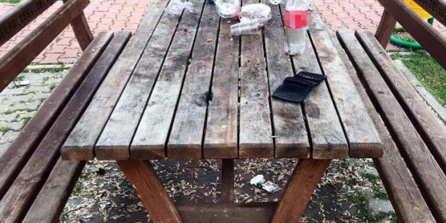 Masaya bıraktığın çöplerini temizlersen cüzdanını alırsın!