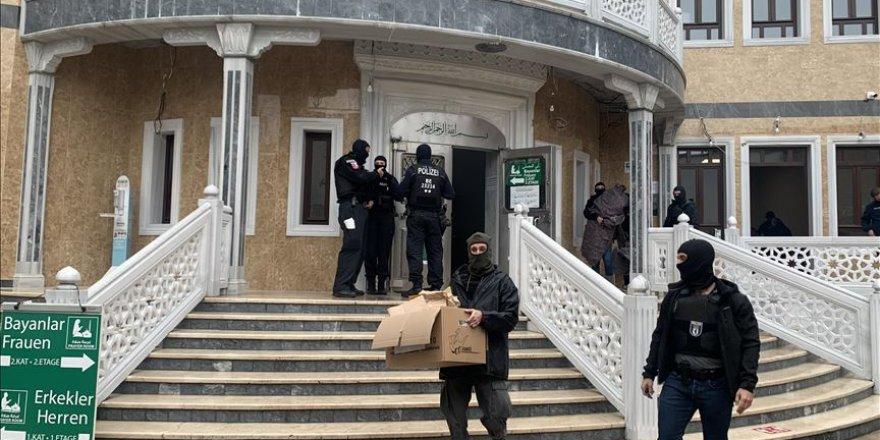 Diyanet İşleri Başkanı Erbaş'tan Berlin'deki camiye yapılan polis baskınına kınama