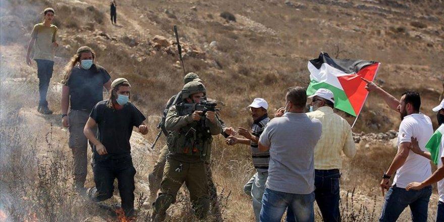 İsrail polisi ve Yahudi yerleşimciler Batı Şeria'da 5 Filistinliyi yaraladı